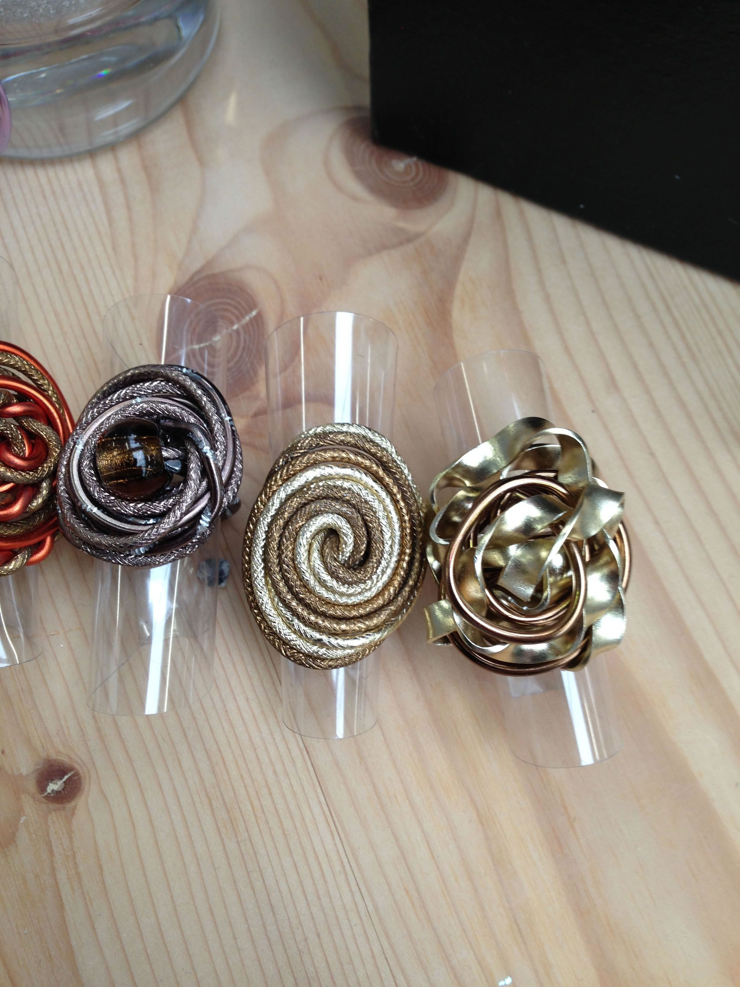 wire brooches_lo